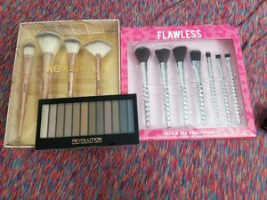 Makeup palette and 2 brush sets for Sale in Gibsonton, FL