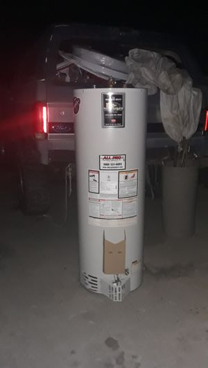 Water heater Bradford 40 galons gas for Sale in Bloomington, CA