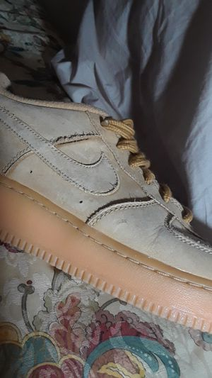 air force 1 suede (looked white because of the flash but the original calor is a sort of wheat or brown color) for Sale in Las Vegas, NV
