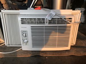 Set of 2 window ACs(Frigidaire+GE) and 2 support bracket black&decker + universal for Sale in Great Falls, VA
