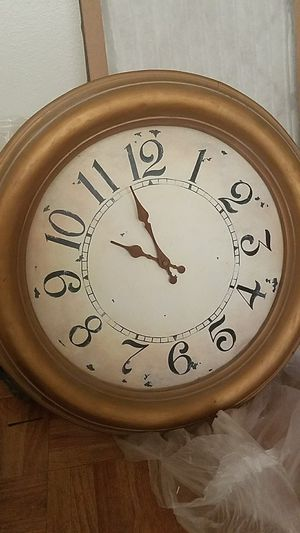 Battery operated clock for Sale in Scottsdale, AZ