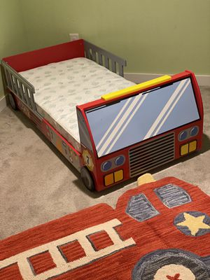 Kid Kraft Fire Truck Toddler Bed for Sale in Ruston, WA