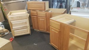 Set of 5 kitchen cabinet upper and lower base for Sale in Lewisville, TX
