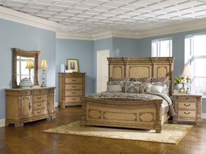 Beautiful Solid Wood Queen Bedroom Set - Headboard, FootBoard, Rails and (2) Night Stands for Sale in San Diego, CA