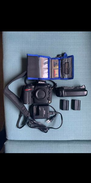 Nikon D800 36.3MP W/ 3 Prime Lenses. Willing to trade for Mirrorless camera for Sale in San Fernando, CA