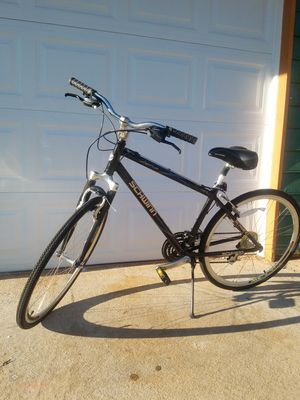 SCHWINN AVENUE HYBRID BIKE for Sale in Norcross, GA