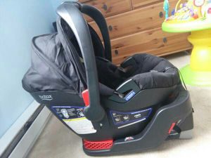 Britax B-Safe 35 Infant Car Seat with 1 base for Sale in Pittsford, NY