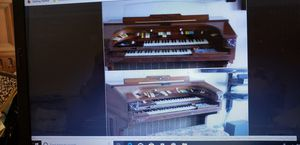 THOMAS TRANSISTER ORGAN..WELL KEPT..WITH MANY ORIGINAL MANUELS AND LOTS OF SHEET MUSIC.....PLAYS BUT SOME ACCOMPANIMENTS NOT .WORKING for Sale in Howell, NJ