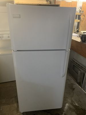 Refrigerator brand Frigidaire everything is good working condition 90 days warranty delivery and installation for Sale in San Lorenzo, CA