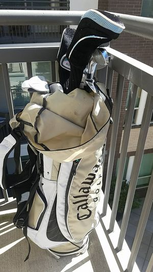 Nice Women's golf club set 10 clubs and bag for Sale in Dallas, TX