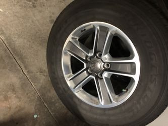 5 2018 Jeep Wrangler Sahara wheels and tires JL for Sale in Laguna Hills,  CA