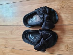 Chanclas de baby talla 2 for Sale in San Diego, CA
