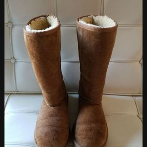 UGG boots Tall camel size 4 but (fits 6-7) for Sale in Pretty Prairie, KS