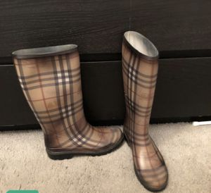 Burberry rain boots for Sale in MIDDLE CITY WEST, PA