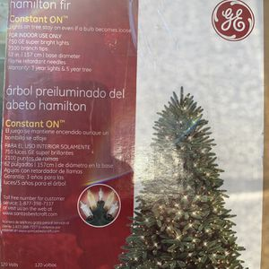 Free Christmas Tree 7.5ft for Sale in San Diego, CA