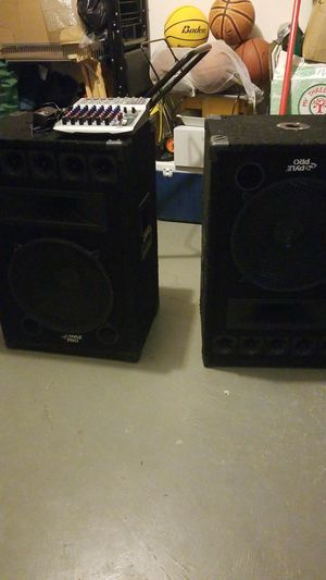 2 large speakers and mini sound board for Sale in Germantown, MD