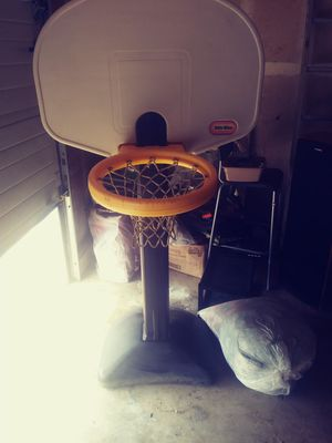 Adjustable kids basketball hoop for Sale in Milwaukie, OR