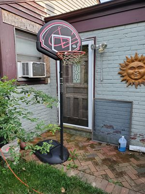 BASKETBALL STAND&HOOP for Sale in Huntington, NY