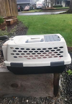 Pet mate cat or small dog carrier. Good condition. $6 cash only. for Sale in Springfield, OR