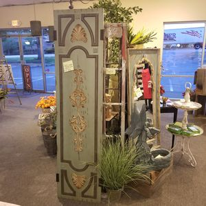 Home decor, cabinets, store fixture for Sale in Bonney Lake, WA