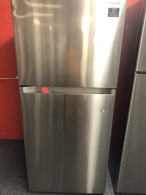New scratch and dent Samsung 16 cu ft top and bottom fridge. 1 year warranty for Sale in St. Petersburg, FL