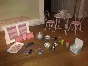American Girl Doll Sweet Shop PLUS table and chairs!!! for Sale in Pompano Beach, FL