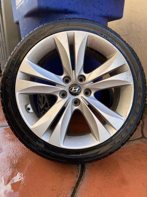 2010-12 Hyundai Genesis Wheel for Sale in Miami, FL