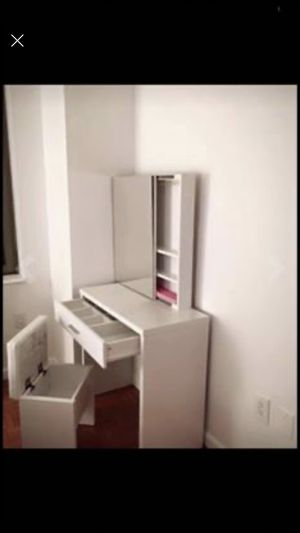 Make up vanity and chair lots of storage for Sale in Los Angeles, CA