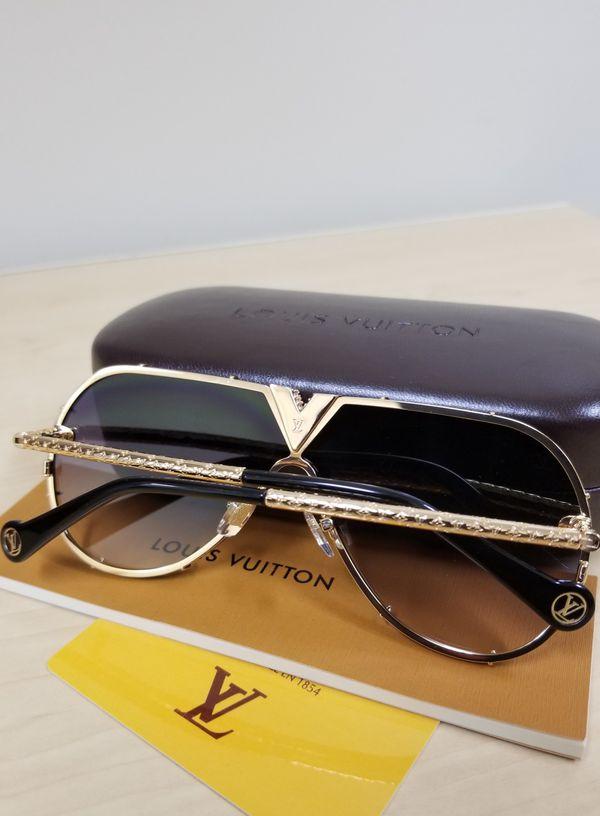 3137d4c3b2e47 Authentic Louis Vuitton Millionaire LV Drive Strass Z1060 Dark Lens ...