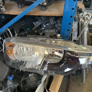 BMW 3 SERIES F30 LCI OEM RIGHT HEADLIGHT '2016 AND UP for Sale in Miami, FL