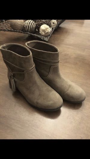 Girls boots size 4 for Sale in Mesquite, TX