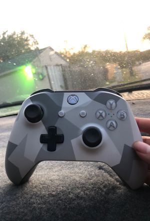 Xbox Controller & turtle beach headset for Sale in Fort Worth, TX