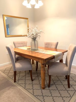 Broyhill dining room table w/chairs for Sale in Greensboro, NC