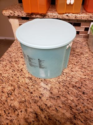 Tupperware Vegetable Storage Container for Sale in San Antonio, TX