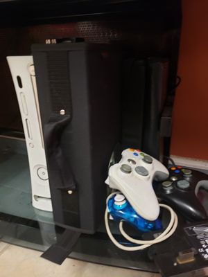 Rare JTAG Modded Xbox 360 with 200 games 2 hard drives 3 remotes for Sale in Chicago, IL