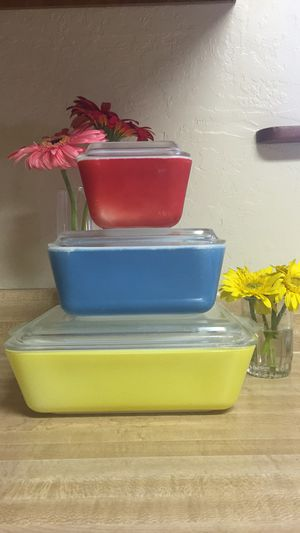 Pyrex Primary Colors Refrigerator Set for Sale in Truckee, CA