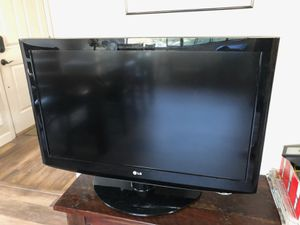 "LG 37"" flat screen TV great for college students for Sale in Torrance, CA"