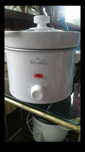 Small crock pot for Sale in Jacksonville, FL