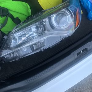 2015-17 Camry Driver side Headlight for Sale in South San Francisco, CA