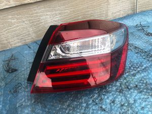 2016-2017 HONDA ACCORD TAIL LIGHT RIGHT PASSENGER SIDE OEM USED for Sale in Gardena, CA