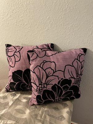 Purple and black pillow set for Sale in Las Vegas, NV