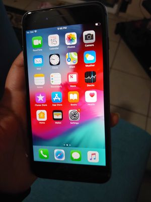 Unlocked Iphone 8 plus 64 gb for Sale in Reedley, CA