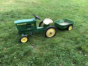John Deere 4020 pedal tractor w/ trailer for Sale in Snohomish, WA