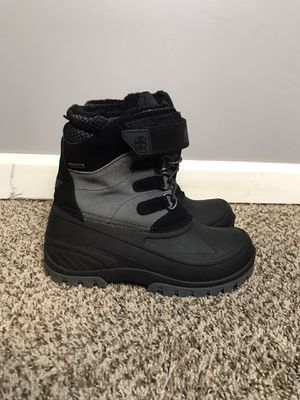 Khombu Kids Snow Tracker Waterproof Winter Boot Pre/Grade School Shoes Size 4M Pre-owned gently used for Sale in Buckhannon, WV