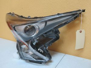 2016-2019 TOYOTA PRIUS RIGHT HEADLIGHT LED-HALOGEN for Sale in Houston, TX