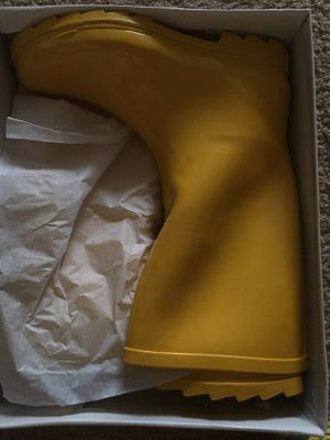 Women's Yellow Rain boots Size 10(Runs Large) for Sale in Virginia Beach, VA