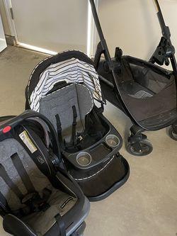 Boy Graco Car Seat & Convertible Stroller Set for Sale in Clovis,  CA