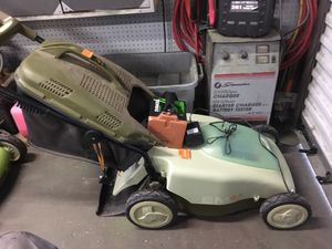 Neutron 4.1 cordless lawnmower for Sale in West Carson, CA
