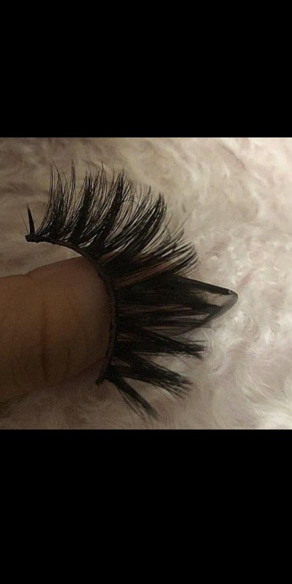 Eyelash bags