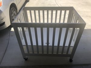 Baby Leto Folding Mini Crib with Organic cotton Mini mattress - very lightly used for Sale in CA, US